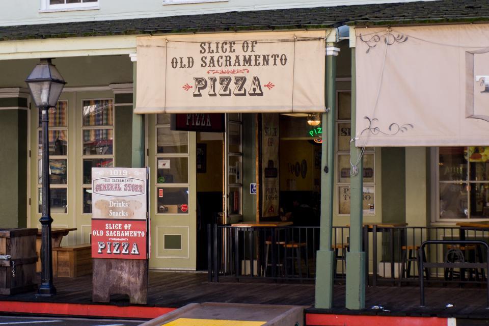 Round Table Pizza Old Sacramento.Where To Eat Old Sacramento Waterfront